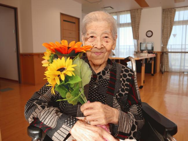 佐野澄江様(今年100歳).JPGのサムネイル画像
